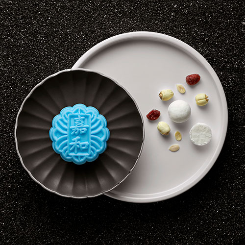 Mini Snowskin White Lotus Paste with Cranberries and Cream Cheese (Box of 8) /// 迷你白莲蔓越莓芝士忌廉月饼
